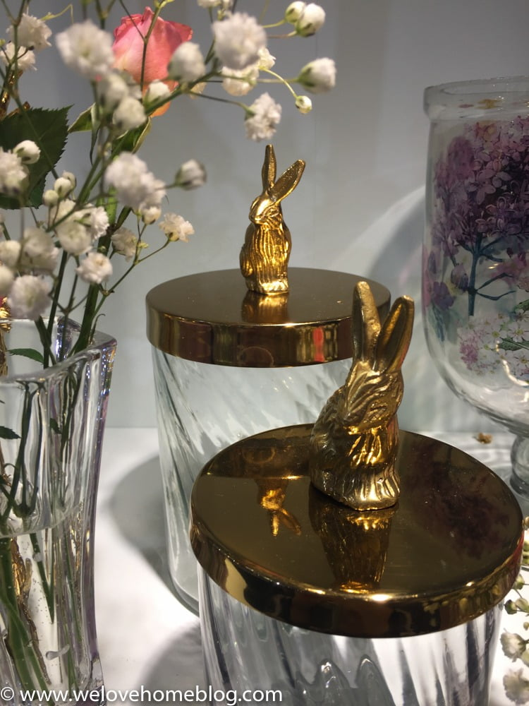 Add glamour to the look with touches of gold like these sweet rabbits jars. Pretty for a bedroom, non?