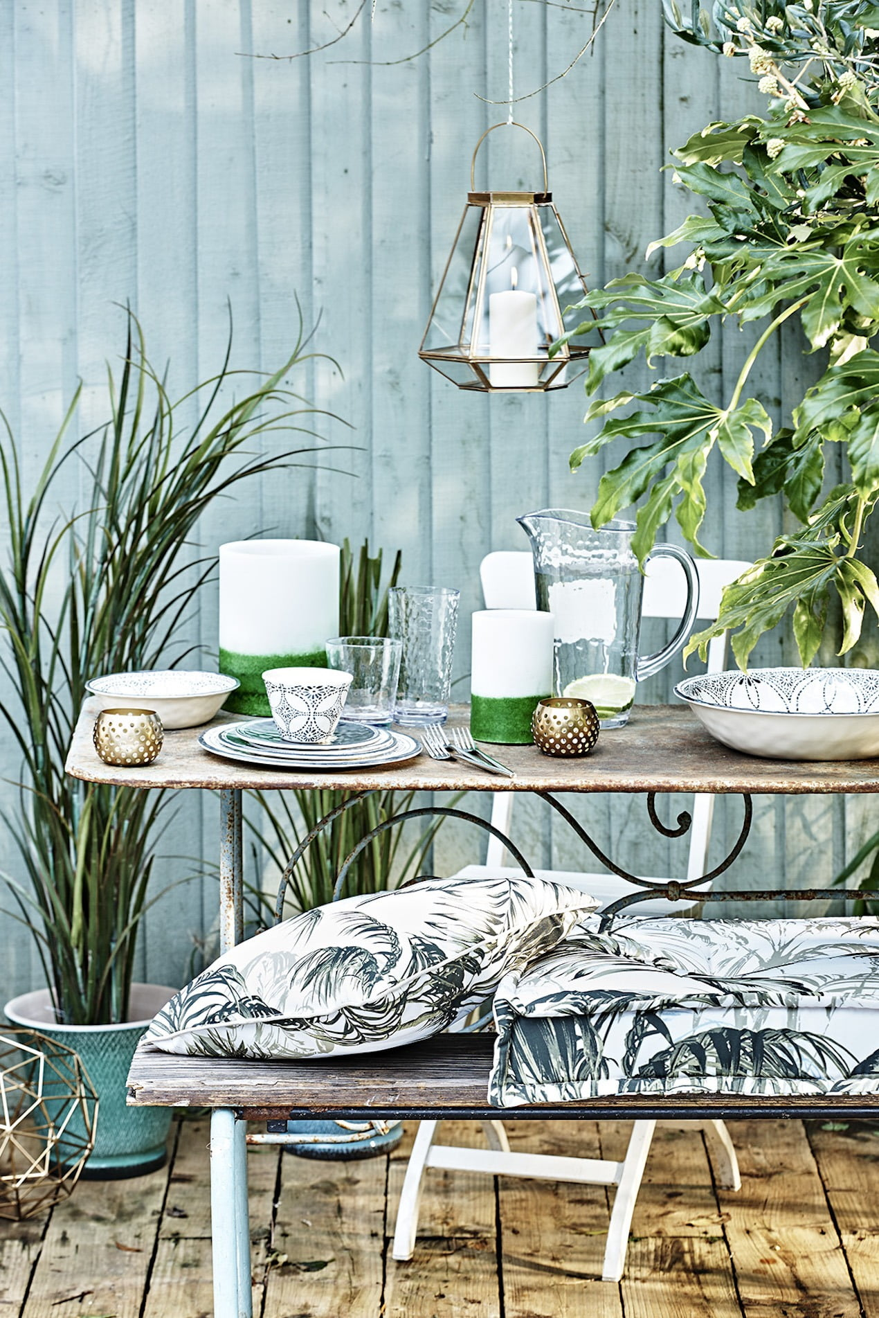 Here's how you can transform your common-old shed into a picture perfect garden escape www.welovehomeblog.com