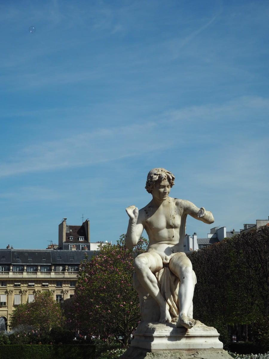 A handless statue in Paris