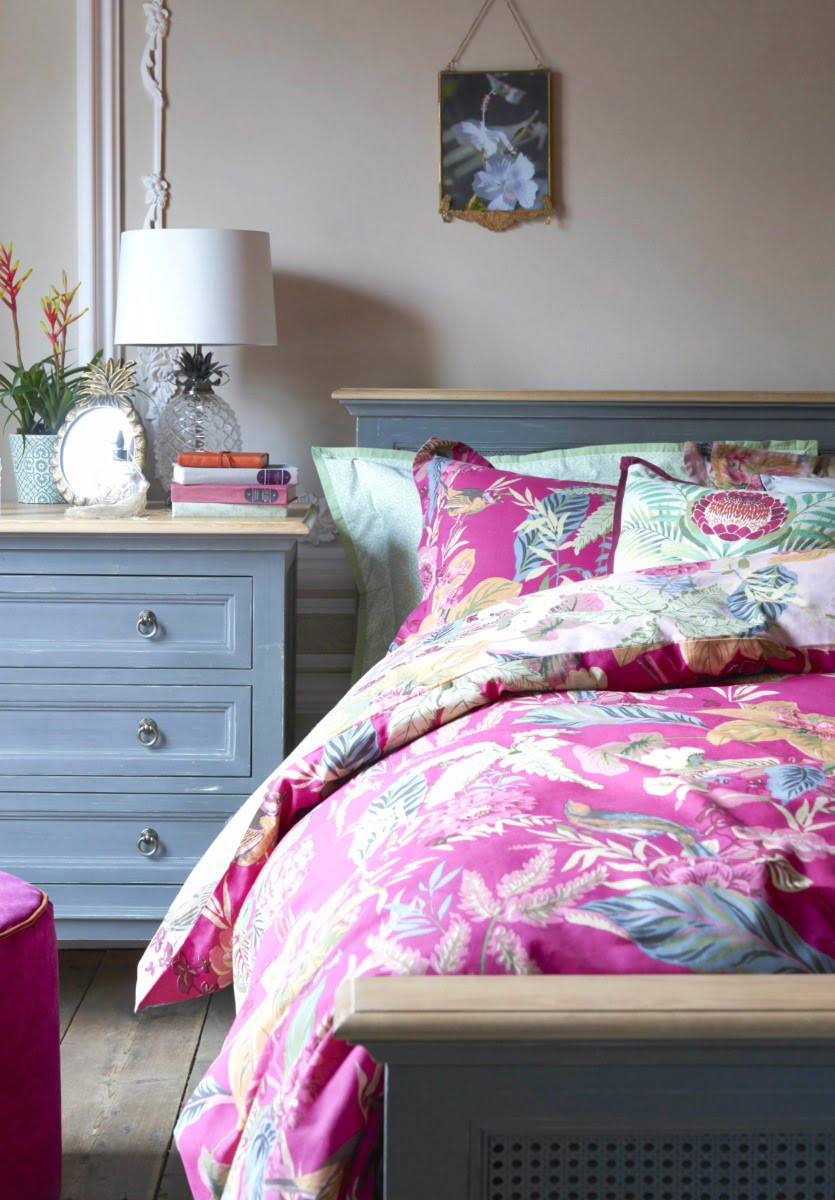 Your 3 biggest bedroom decor issues solved. I'm tackling tricky clutter, giving you tips on how to style your accessories like a pro, and showing you how to choose colours for your bedroom. Oh, and you get to watch me answer these problems in 3 short video. By Interor Stylist Maxine Brady from www.welovehomeblog.com