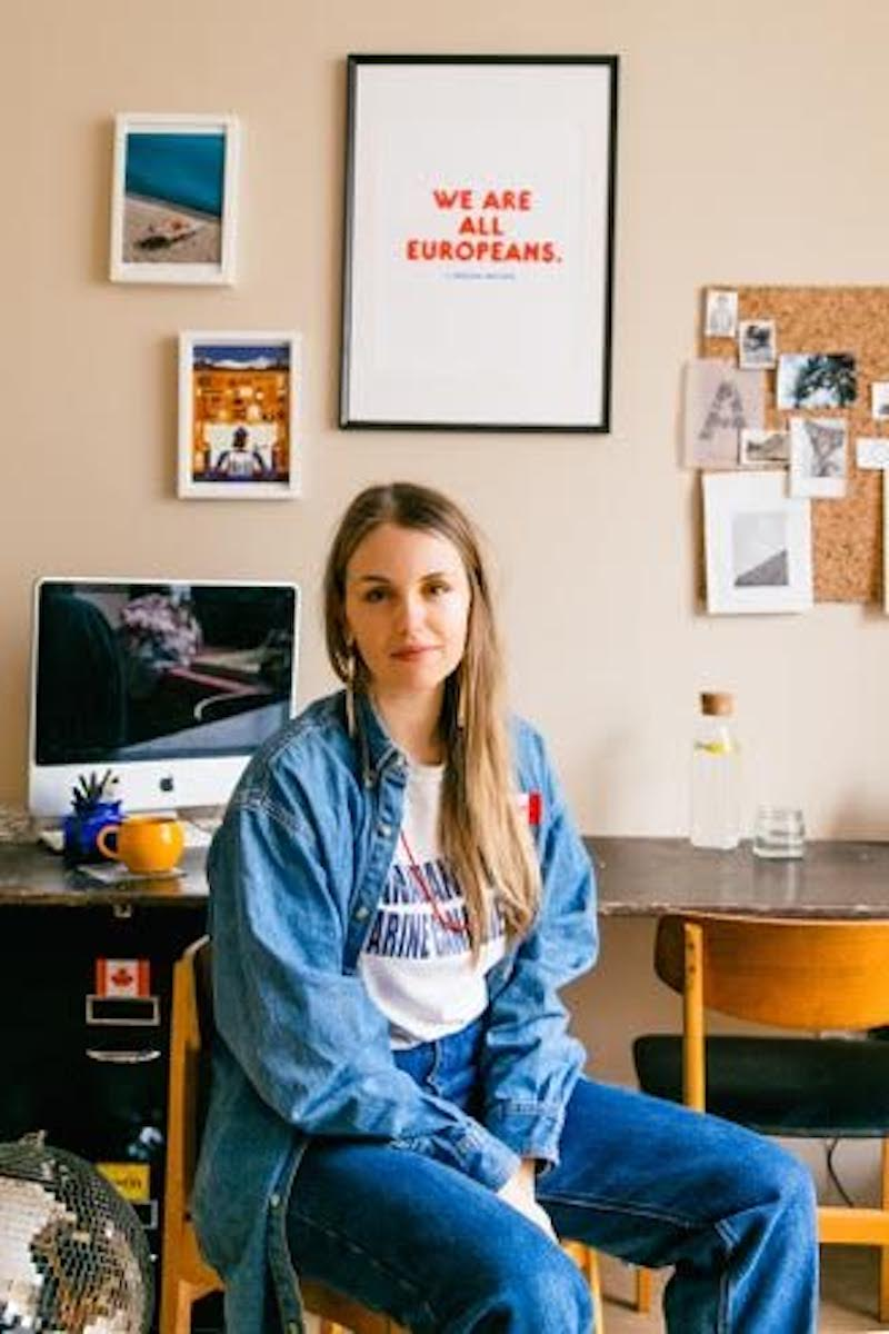 Want to become an interior stylist? I asked three interior styling assistants for their top tips on how to make your first step into this creative career - all aimed to help you make it as an interior stylist. By Maxine Brady www.maxinebrady.com