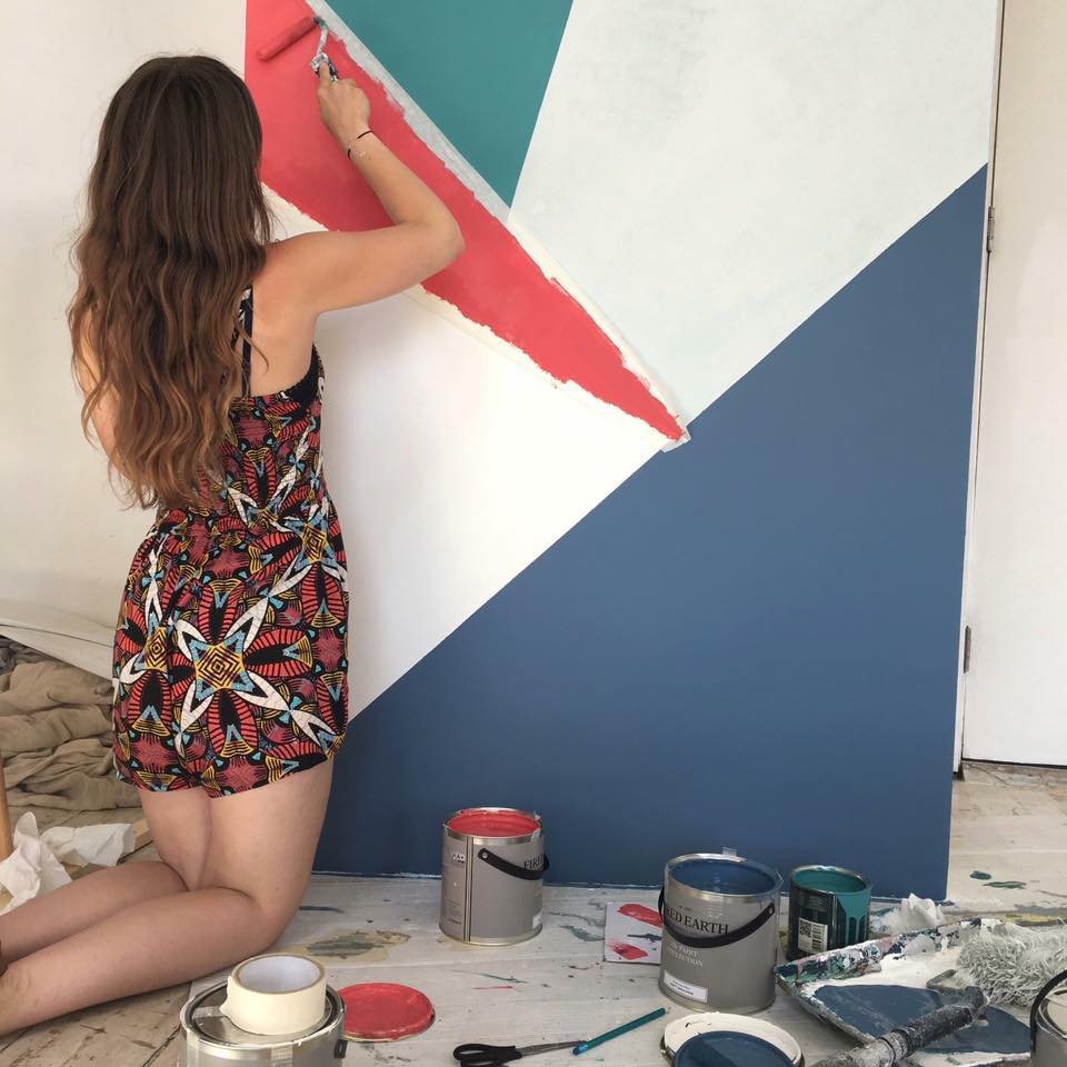 To help you get your first step on the ladder to becoming an interior styling assistant, I asked three talented ladies to explain how they got their first break into interior styling and how you can make it too. Maxine Brady www.maxinebrady.com
