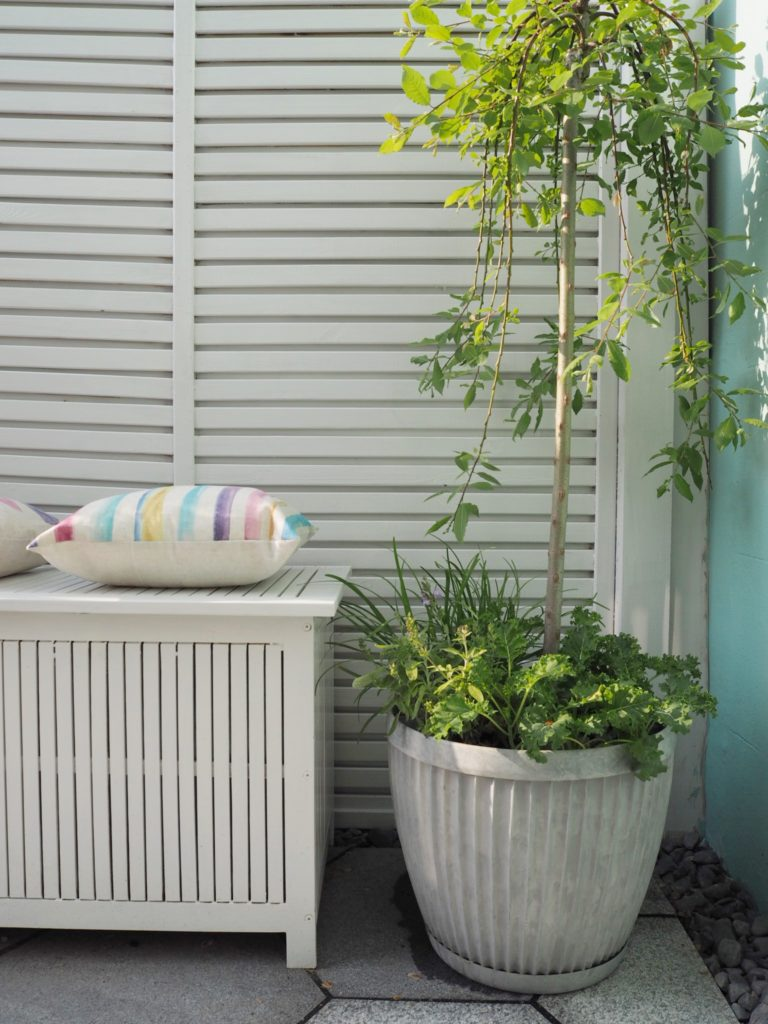In our traditional wet summers in England, all of us want to enjoy every beam of sunshine. In this post discover these clever style tips on how to make the most of most out door living -so we can enjoy summer living for longer by Interior Stylist Maxine Brady www.maxinebrady.com www.welovehomeblog.com