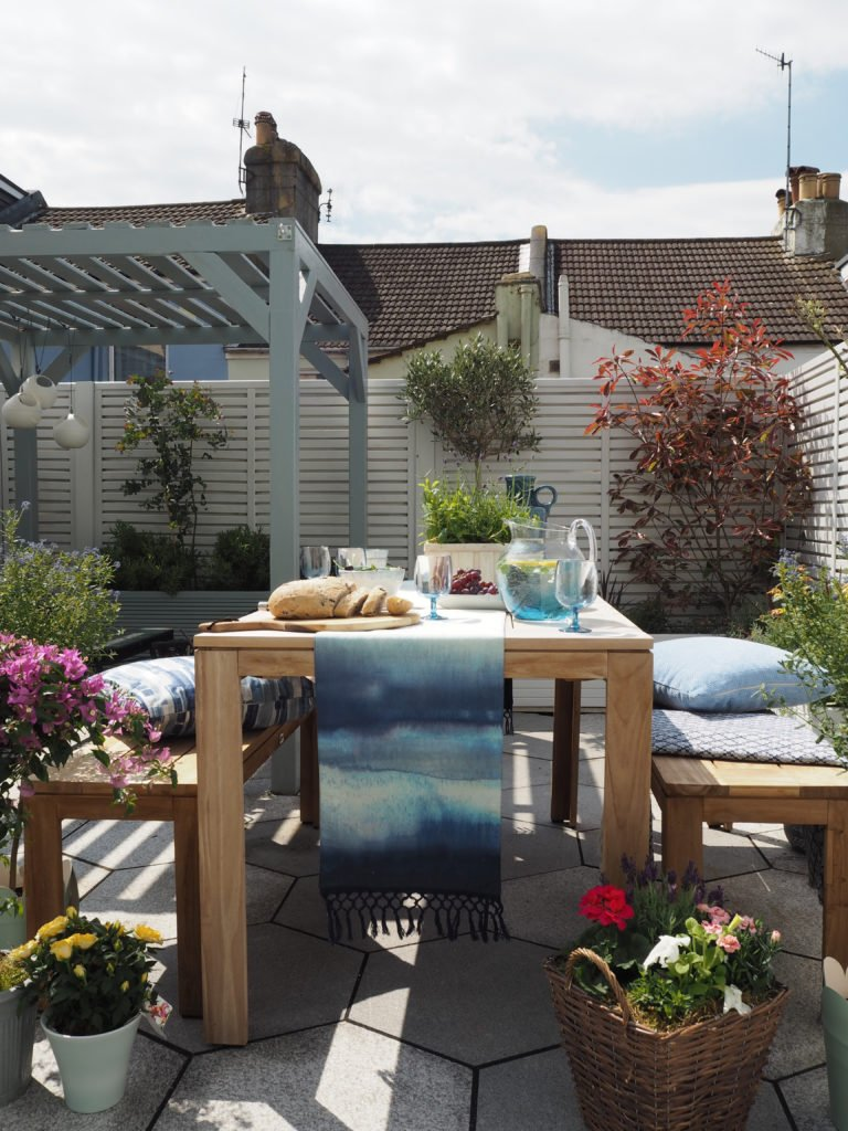 Interior Stylist Maxine Brady shows you how to decorate your table for dining al fresco so you can entertain outside all summer long.