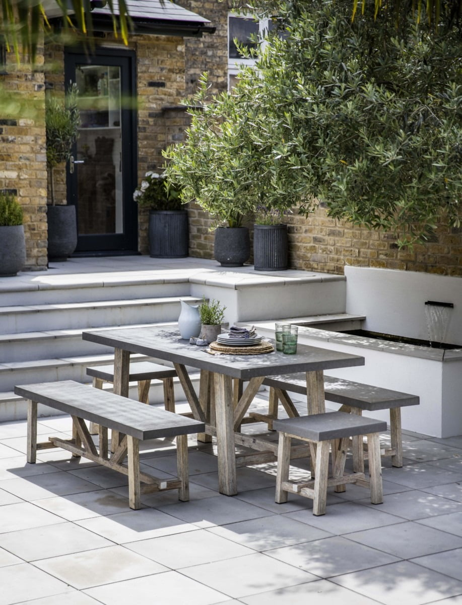 It doesn't matter what the size of your outdoor space is - from a small patio to a window box - there are lots of clever styling tricks to make your small garden feel spacious, so you can make the most of it all year long. By interior stylist and blogger Maxine Brady www.welovehomeblog.com www.maxinebrady.com