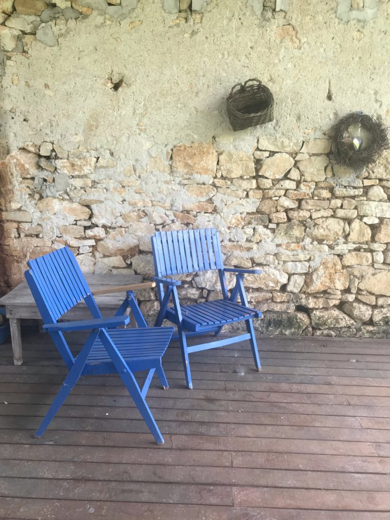 Interior Stylist Maxine Brady shares with you an inspirational French farmhouse interior so that you can bring a bit of summer styling to your home.