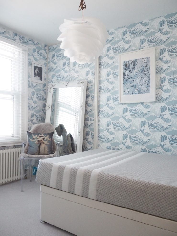 In this short video I share my tips and tricks on how to decorate your guest bedroom by Interior Stylist Maxine Brady from We Love Home blog.