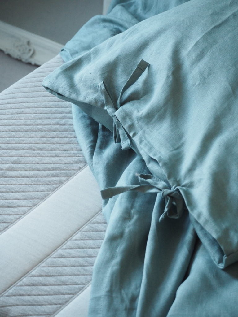 Review of the Leesa mattress with a special discount code to get £100 off your purchase by interior stylist, Maxine Brady from We Love Home blog.