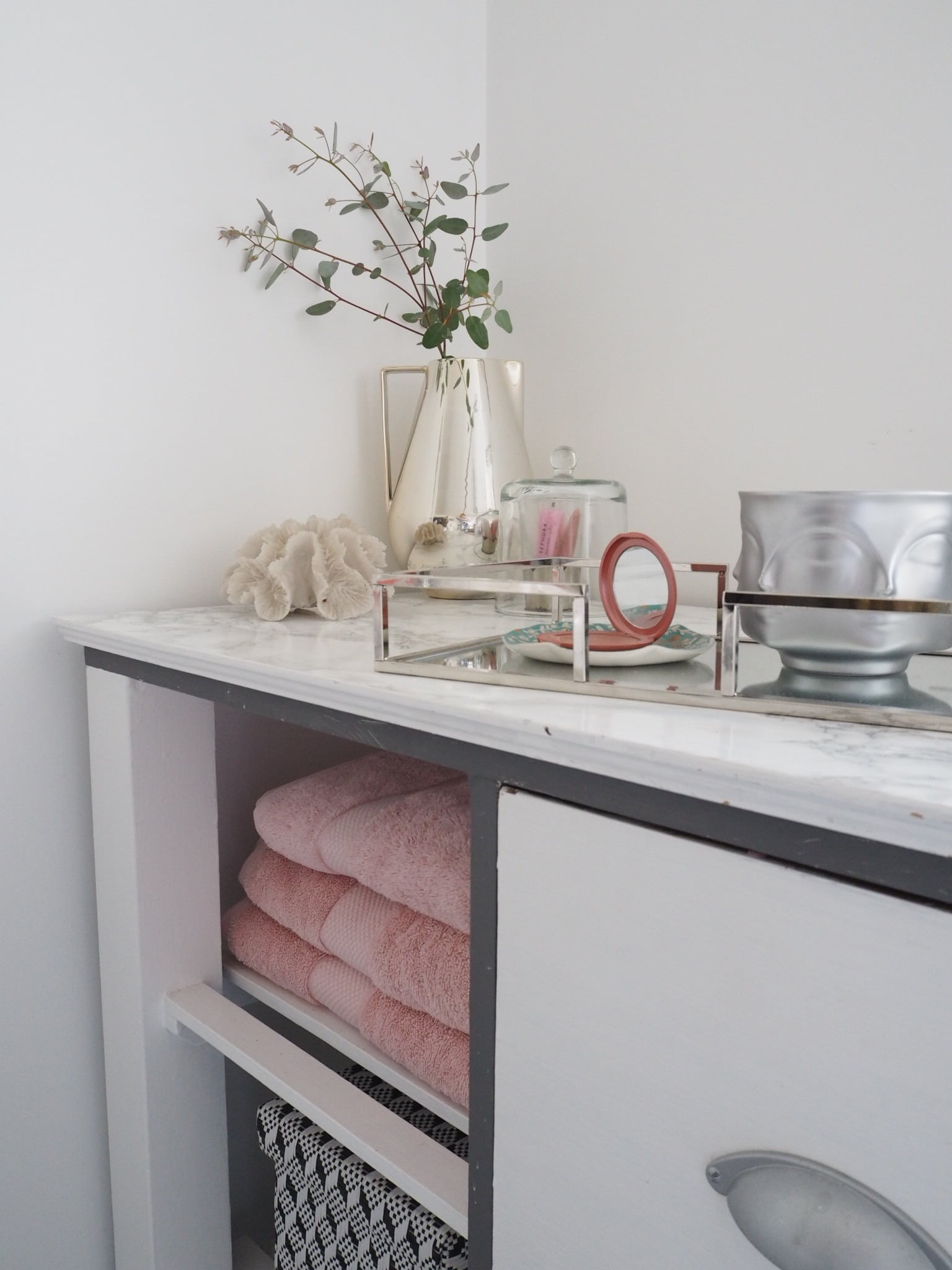 Looking to update your bathroom? Here's my 10 Budget Bathroom Makeover Ideas that won't break the bank by Interior Stylist & Blogger Maxine Brady