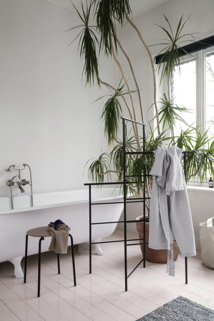 Bring relaxed effortless style to your home with this new minimalist home decor trend with tips from interior stylist Maxine Brady.