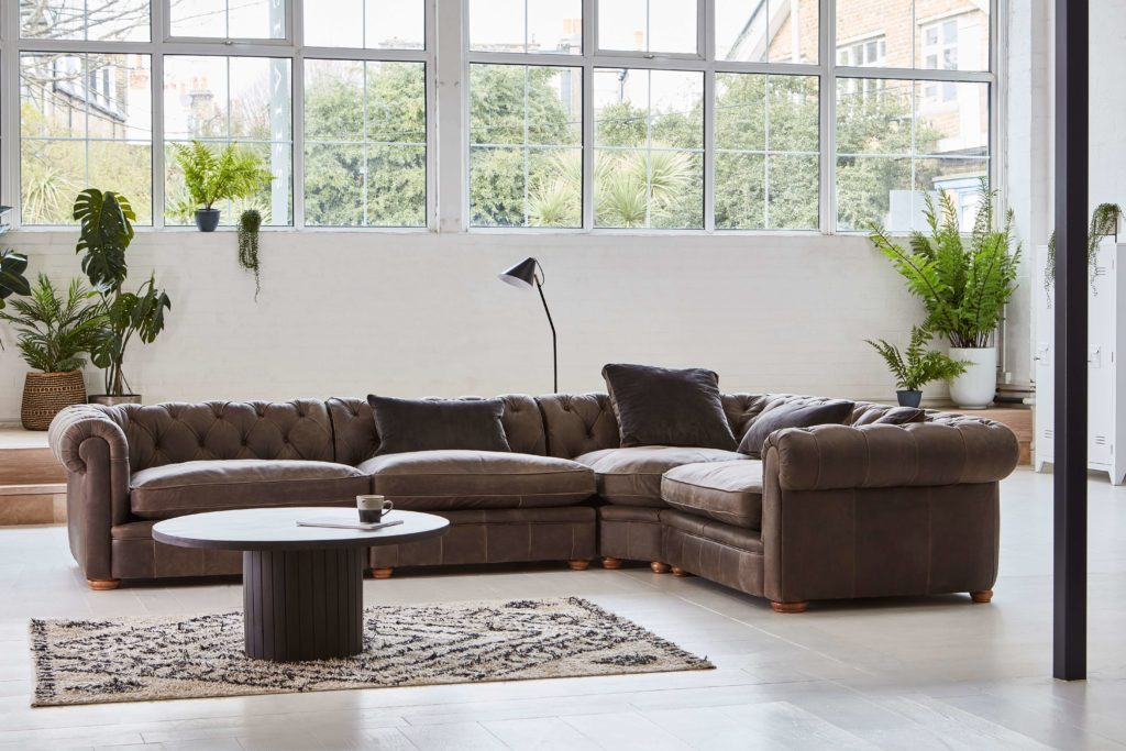 Discover these top 5 buyer's tips for buying a corner sofa by interior stylist and lifestyle blogger Maxine Brady from We Love Home Blog. brown sofa chesterfield leather