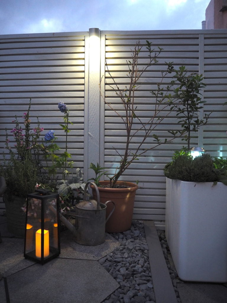 Outdoor lighting ideas with white painted fence