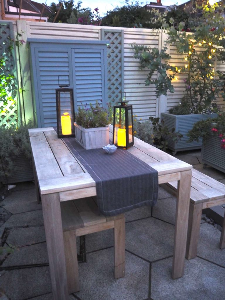 Outdoor entertaining and entertaining with dining table