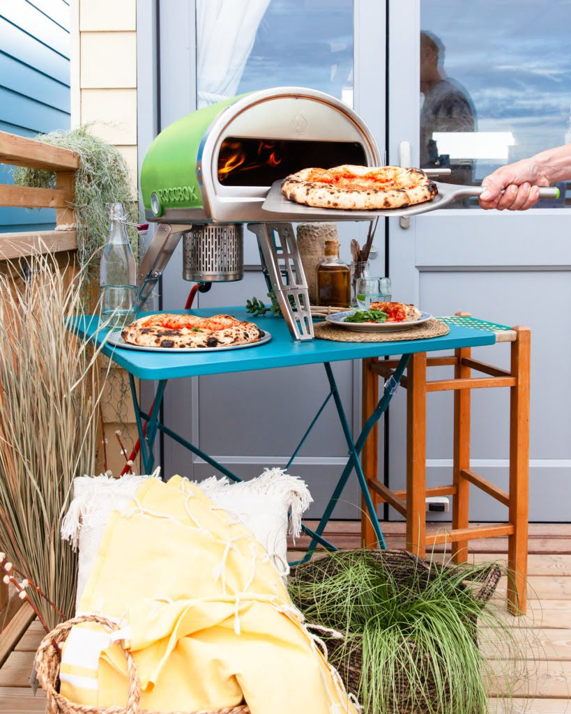Looking for advice on buying outdoor ovens? Then read this detailed buyer's guide by interior stylist & blogger Maxine Brady from We Love Home with Gozney.
