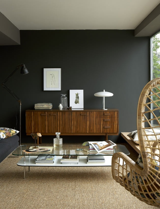 Be prepared to drool over these 11 cool rooms that will convince your to paint your walls dark by the end of reading this post.