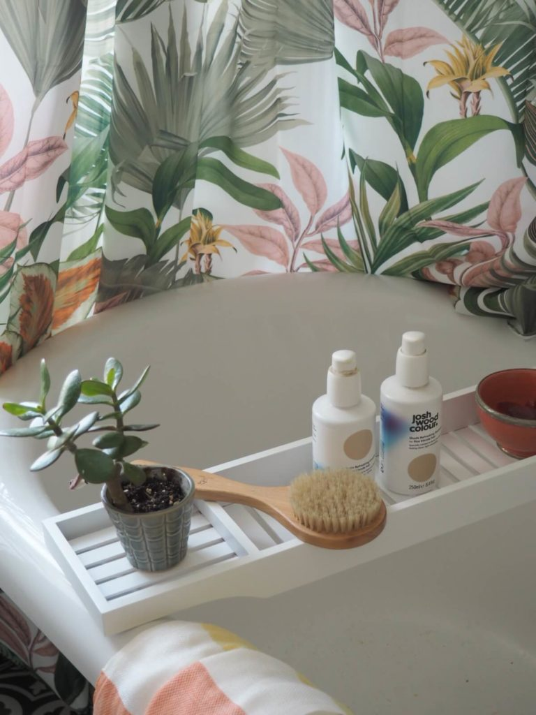 7 WAYS TO STYLE YOUR BATHROOM WITH TROPICAL PRINTS