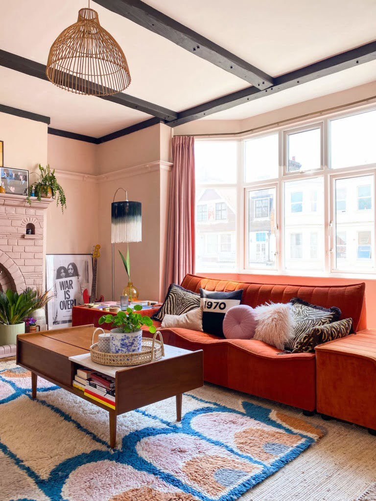 Cheap & easy decorating tips for renters - so you can have a space that will make your heart flutter even. Time to get creative with your rental!