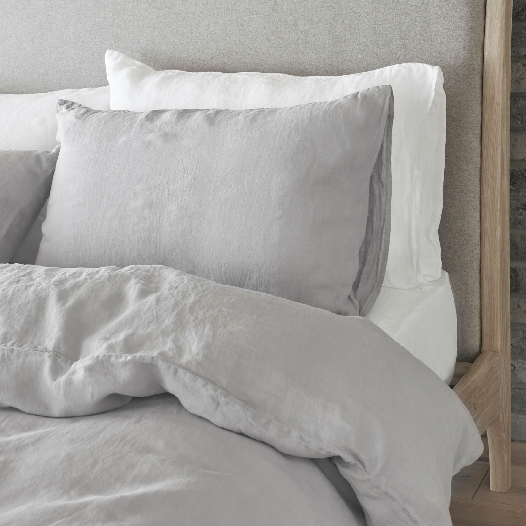 Take your bed from boring to beautiful with my bedroom! Learn how to dress your bed like a pro with 5 expert tips from interior stylist Maxine Brady.