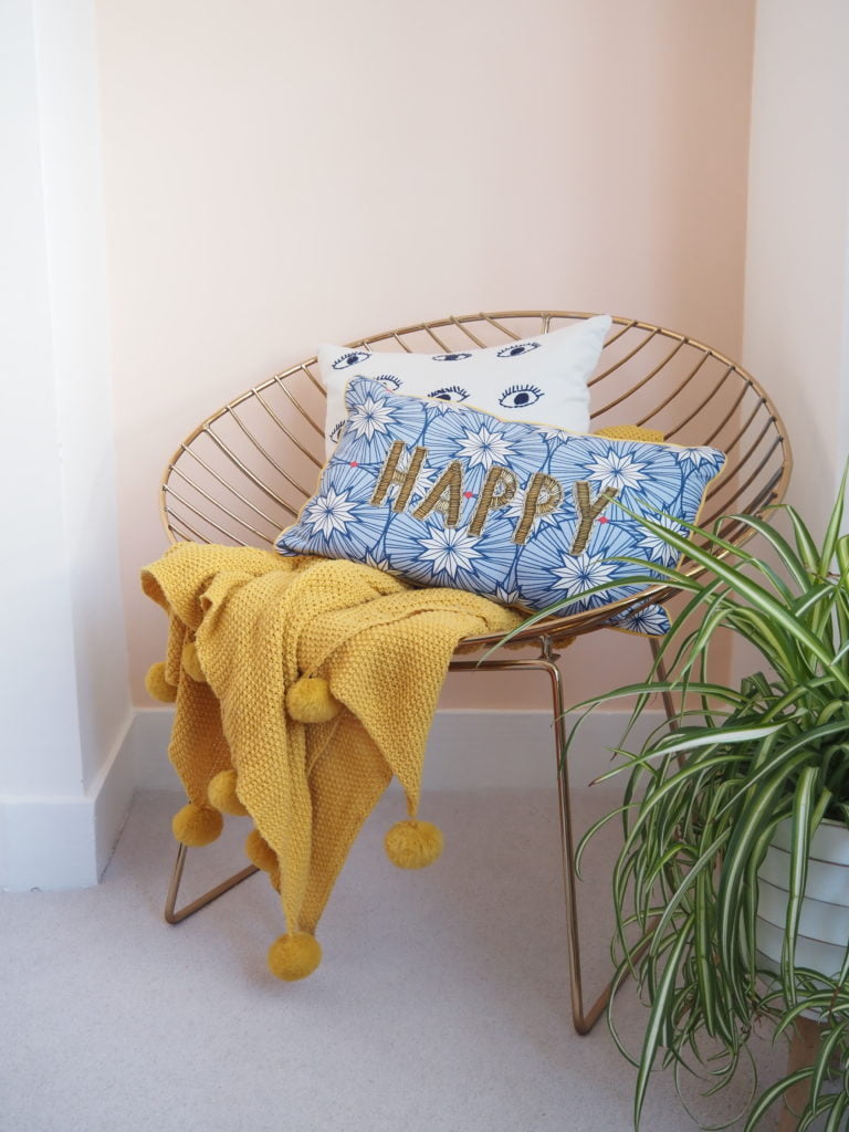 Discover how to makeover your home with a single lick of paint with Dulux new Simply Refresh range of paints. It's so quick and easy to do, you'll be pick ing up your paint brush in no time says interior stylist Maxine Brady